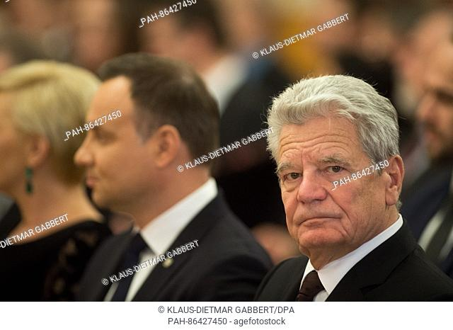 The President of the Republic of Poland, Andrzej Duda (l) and German President Joachim Gauck sitting next to each other inside the Rotes Rathaus (lt