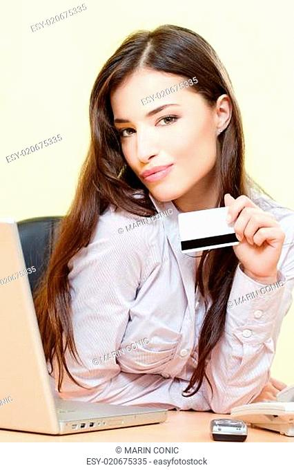 woman can on line shopping with credit card