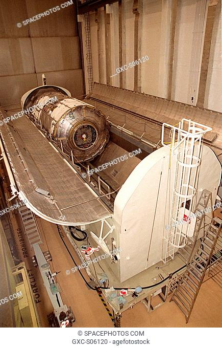 06/28/2000 -- In the Operations and Checkout Building O&C, the doors of the payload canister open to reveal the U.S. Lab, named Destiny