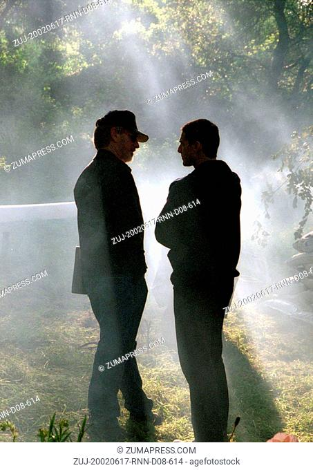 Jun 17, 2002; Hollywood, CA, USA; Director STEVEN SPIELBERG and actor TOM CRUISE discuss a scene on the set. (Credit Image: Auto Images/ZUMAPRESS