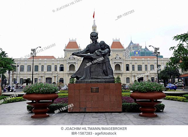 Statue of Ho Chi Minh, Uncle Ho, with a child, in front of the historic City Hall, Ho Chi Minh City, Saigon, South Vietnam, Vietnam, Southeast Asia, Asia