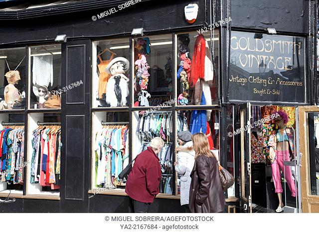 Portobello Rd Market Vintage Shop - London W11 - UK