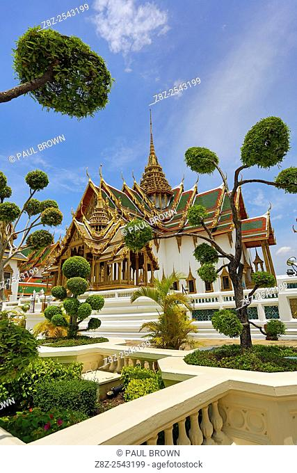 Phra Thinang Dusit Maha Prasat building and spire in the Grand Palace Complex gardens and topiary, Wat Phra Kaew, Bangkok, Thailand