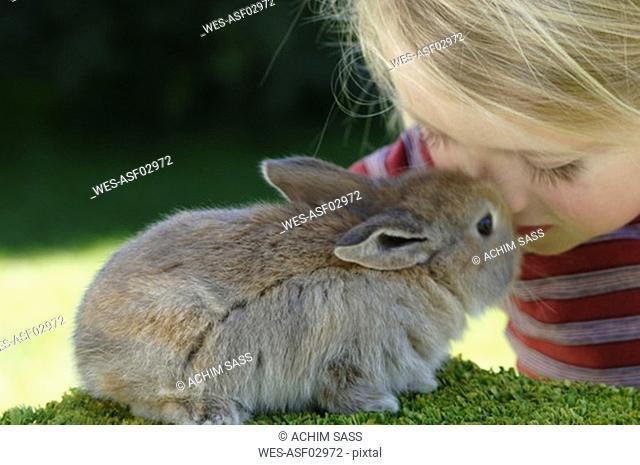 Girl 3-4 petting rabbit