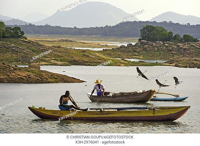 fishermen with a pirogue on the Senanayake Samudraya Lake, Gal Oya National Park, Sri Lanka, Indian subcontinent, South Asia