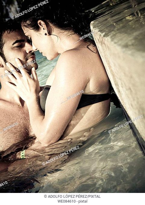 pareja amándose en Punta Cana, República Dominicana