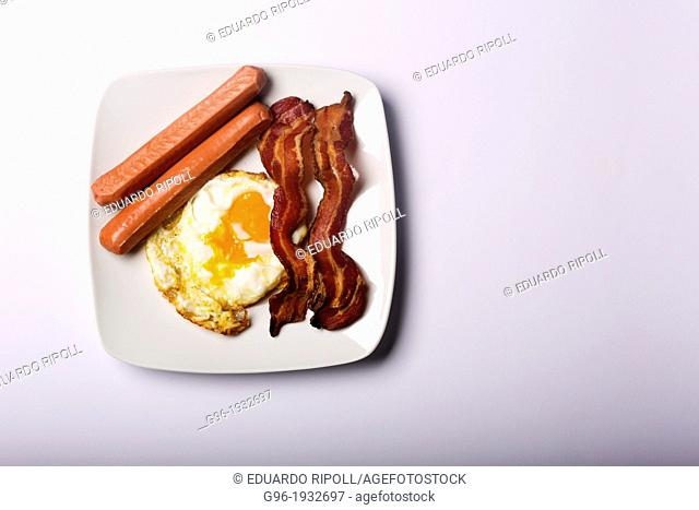 Breakfast with eggs, bacon and sausages