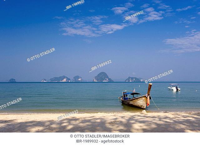 Longtail boat on a sandy beach, Tub Kaek Beach, Krabi, Thailand, Asia