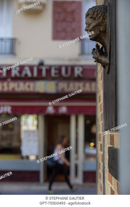 BRONZE PLAQUE BY THE ARTIST DEVILLIERS, PLACE EDITH PIAF, DEDICATION BY JEAN COCTEAU, PORTE DE BAGNOLET, 20TH ARRONDISSEMENT, PARIS (75), FRANCE