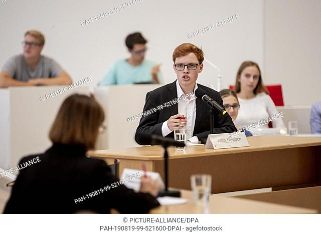 "19 August 2019, Brandenburg, Potsdam: Julius Niewisch, student at Humboldt-Gymnasium Potsdam, speaks at the event """"Jugend debattiert mit Spitzenkandidaten""""..."