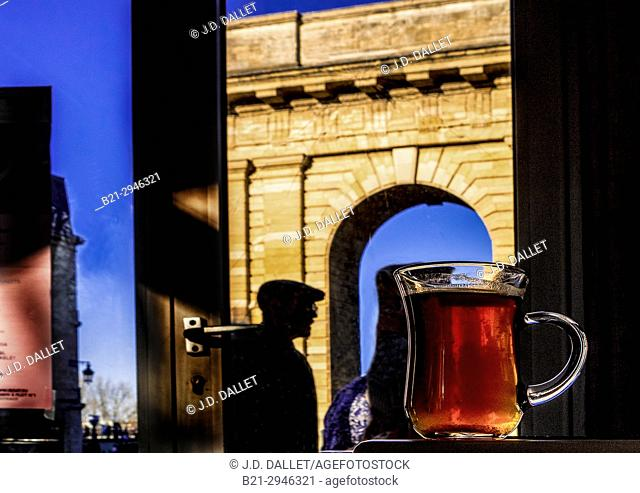 France, Nouvelle Aquitaine, Gironde. ''Porte de Bourgogne '' gate from a café at Bordeaux