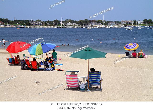 Massachusetts, Cape Cod, Hyannis, Lewis Bay, Kalmus Beach Park, sand, boats, sunbathers, umbrella