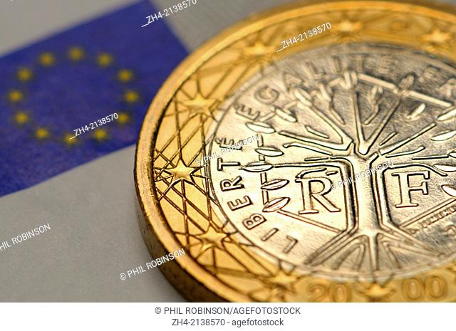 French 1 Euro coin on €5 Euro note