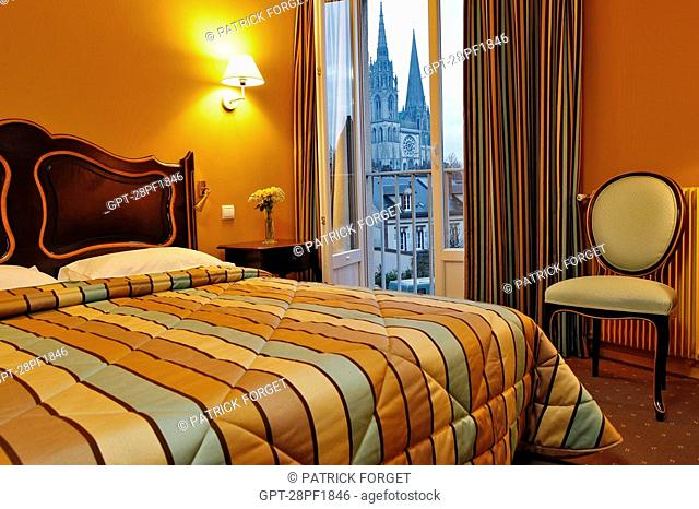 ROOM WITH VIEW OF THE CATHEDRAL, HOTEL CHATELET, CHARTRES, EURE-ET-LOIR 28, FRANCE