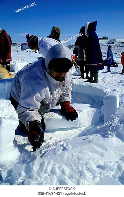 CANADA, N.W.T., IQALUIT, TOONIK TYME FESTIVAL, IGLOO BUILDING CONTEST FOR CHILDREN