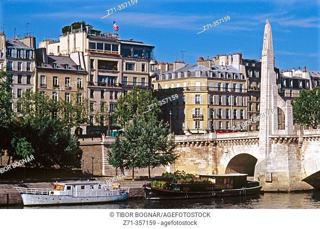 Pont de la Tournelle. Paris, France
