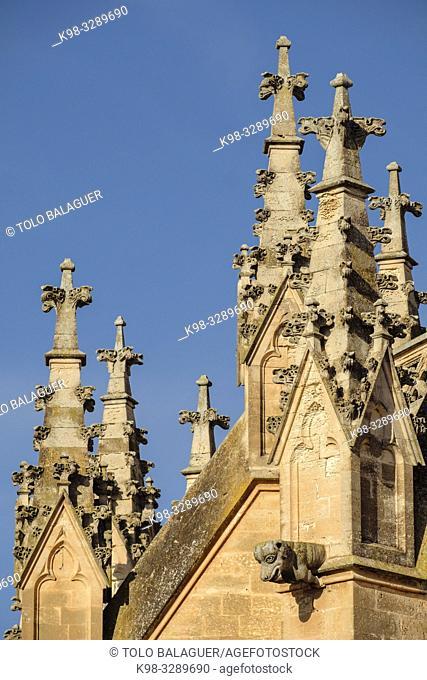 pinaculos y gargolas, Iglesia de Nostra Senyora dels Dolors, finales del siglo XIX por iniciativa del rector Rubí, obra de José Barceló Runggaldier y Gaspar...
