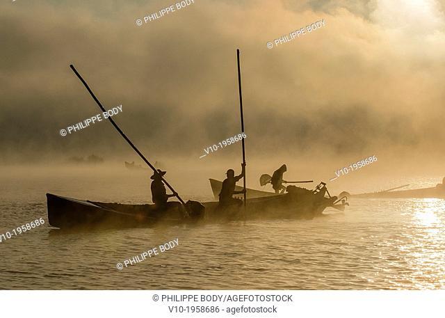 Burma, Myanmar, Shan state, Inle Lake, extracting earthen for floatting gardens