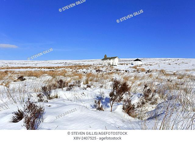 Shooting cabin off Snake Path in winter on Middle Moor above Hayfield, Peak District National Park, Derbyshire, England, UK