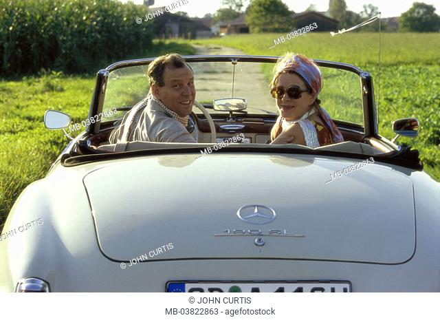 Pair, well Age, old-timers, Cabrio, drives,  Move opinion, gaze shoulder,,  Country road,  Series, 50-60 years, partnership, relationship, fun, smiles, happily