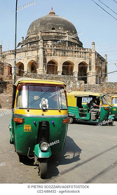 Delhi, India: autorickshaws parking