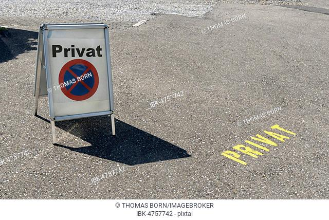 Symbol picture, private street, entrance with sign private, Switzerland