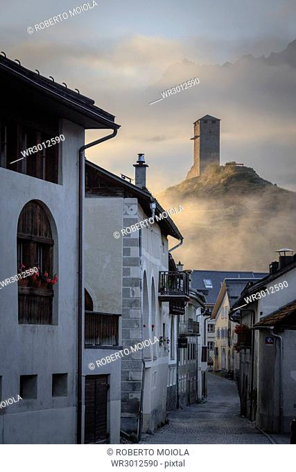 Misty sky on the alpine village of Ardez at sunrise, canton of Graub?nden, district of Inn, lower Engadine, Switzerland, Europe
