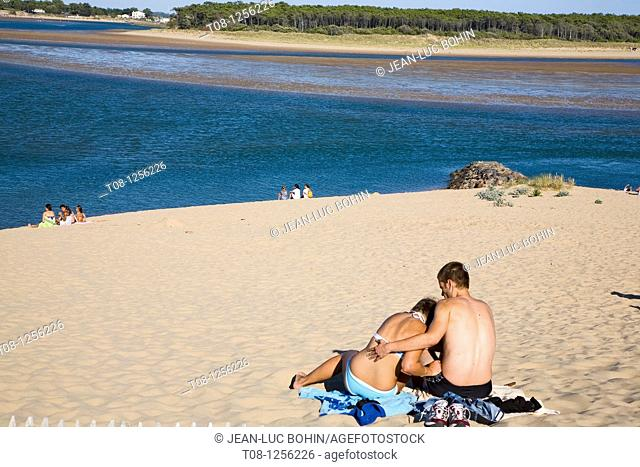 France, 85, Jard sur Mer: Beach Veillon, couple