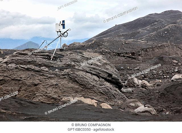 SEISMIC STATION MONITORING THE VOLCANO EYJAFJALLAJOKULL FOLLOWING THE ERUPTIONS ON MARCH 20 AND APRIL 14, 2010 THAT REQUIRED THE EVACUATION OF 800 PEOPLE AND...