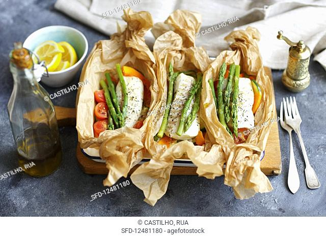 Fish (cod) baked with vegs in parchment