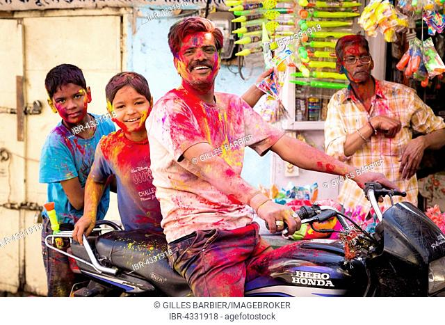 Holi Festival, Hindus celebrate the beginning of Spring, by throwing coloured water and gulal powder, Udaipur, Rajasthan, India