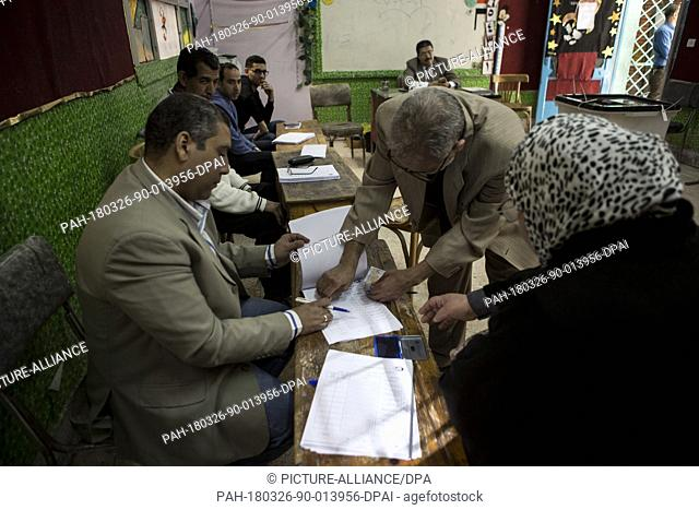 dpatop - Egyptian man searches for his name in the voting registry before casting his vote on the first day of the 2018 Egyptian presidential elections