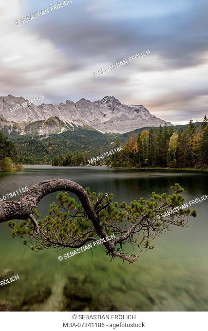 Cloud drift on the Zugspitze over the Eibsee
