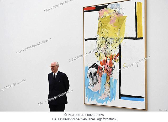 "06 June 2019, Bavaria, Munich: Duke Franz of Bavaria stands before the work """"Piet in kurzer Hose (Remix), 2008"""" at a photo opportunity for a donation of works..."