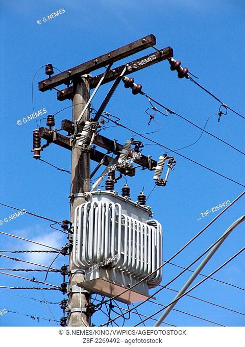 Pole mount distribution transformer