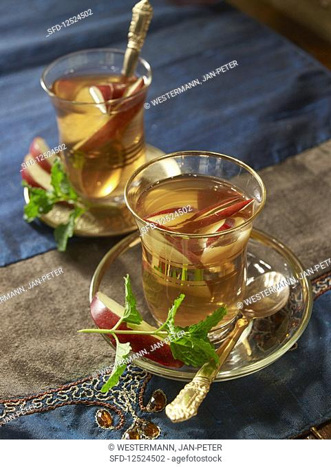 Apple tea with mint