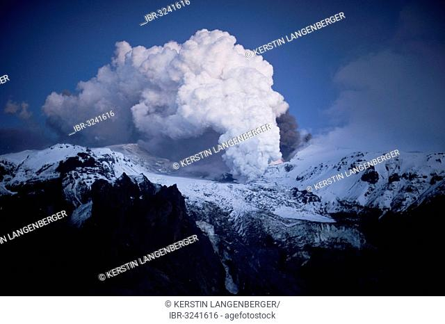 Vapour cloud above Eyjafjallajokull volcano caused by lava flow in the Gigjoekull glacier tongue