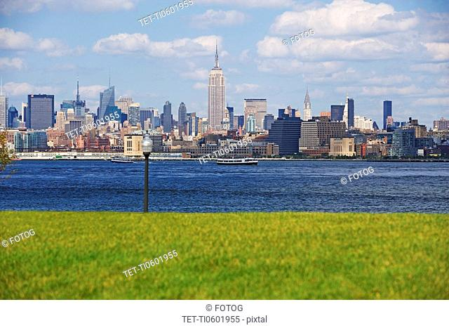 USA, New York State, New York City, Manhattan skyline