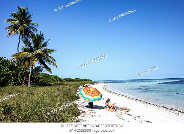 Florida, Keys, Big Pine Key, Bahia Honda State Park, Atlantic Ocean, beach, sunbathers, palm trees