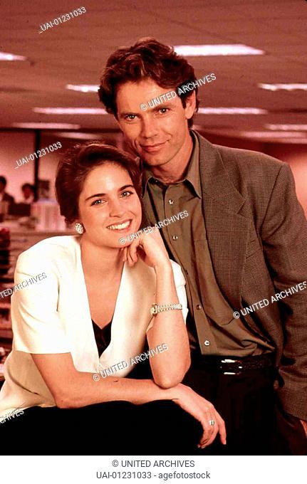 Katherine Hoghtower (Jessica Steen), Earl Brattigan (Bruce Greenwood) *** Local Caption *** 1990, Dead End Brattigan, Der Nachrichtenfriedhof
