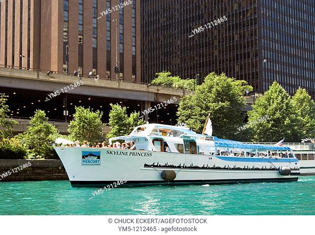 Architectural tour boat on the Chicago River