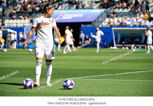 22 June 2019, France (France), Grenoble: Football, women: WM, Germany - Nigeria final round, round of sixteen, Stades des Alpes: Germany's Dzsenifer Marozsan is...