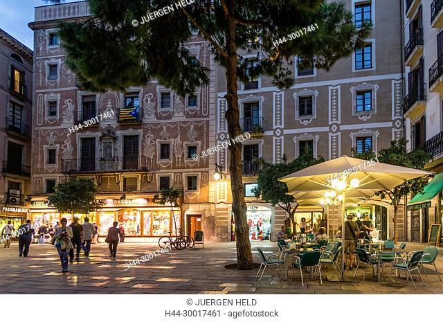 Spain, Catalonia, Catalunya, Barcelona, Barri Gotic, Square, architecture with ornaments, Street cafe