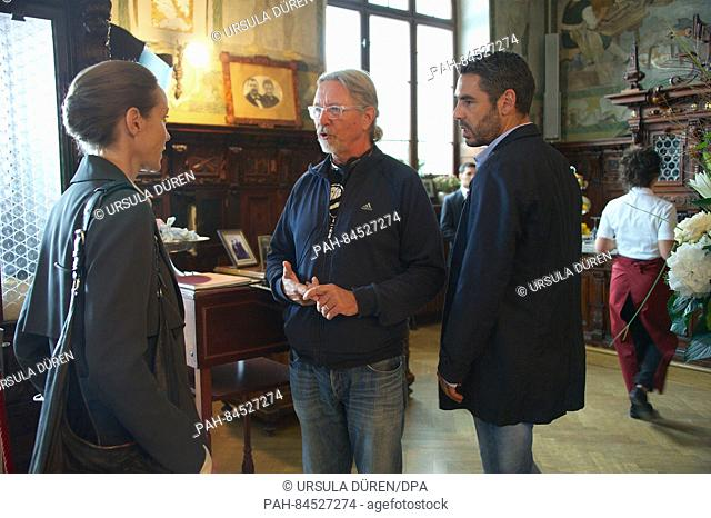 Actors Jeanette Hain as Carla Pisani, Tobias Oertel as Matteo Zanchetti (R) and director Thorsten Naeter during filming of the fifth film in the ARDDegto...