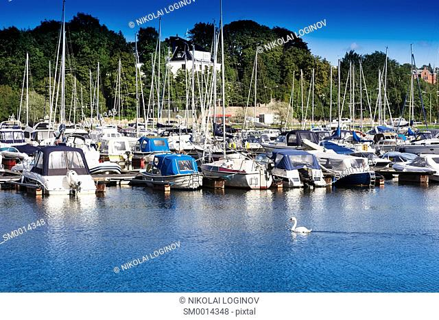 Ships and boats at Norway port background hd