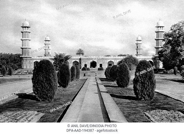 Jahangir tomb lahore, punjab, india, asia