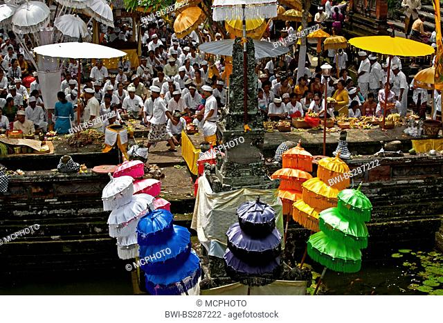 balines faithful bring offerings to the Pura Beji in the village of Mas during the Galungan Festival, Indonesia, Bali, Ubud