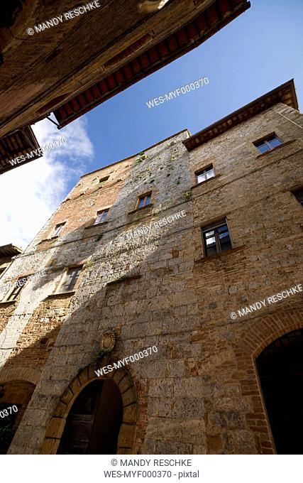 Italy, Tuscany, San Gimignano, Row of houses