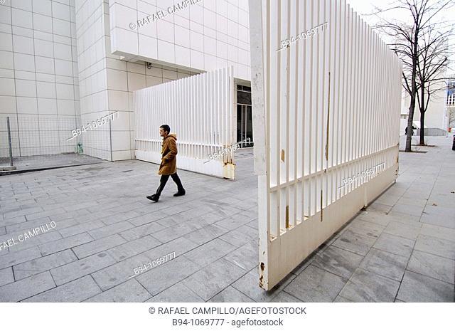 Rear area of MACBA (Museum of Contemporary Art of Barcelona, 1987-1995 by Richard Meier), Plaça dels Angels, Barcelona, Catalonia, Spain