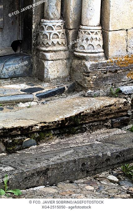 Details of the bases of the columns in the Romanesque church of Sant Peir - Escunhau - Valle de Aran - Pyrenees - Lleida Province - Catalonia - Spain